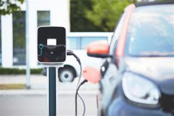 La voiture électrique : le succès annoncé ou la catastrophe évidente