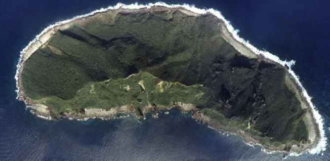 L'île Uotsuri-jima/Diaoyu Dao - Archipel Diaoyu/Senkaku - National Land Image Information (Color Aerial Photographs), Japan Ministry of Land, Infrastructure, Transport and Tourism